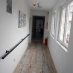 hodnik na spratu sa apartmanima