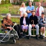 osoblje doma za stare sa stanarima